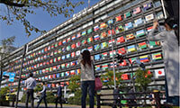 Photo-Journal_-Flying-the-Olympic-flags---The-Mainichi