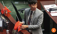 Cheng Chung-tai upends the flags in the Legco chamber last year. Photo: K.Y. Cheng