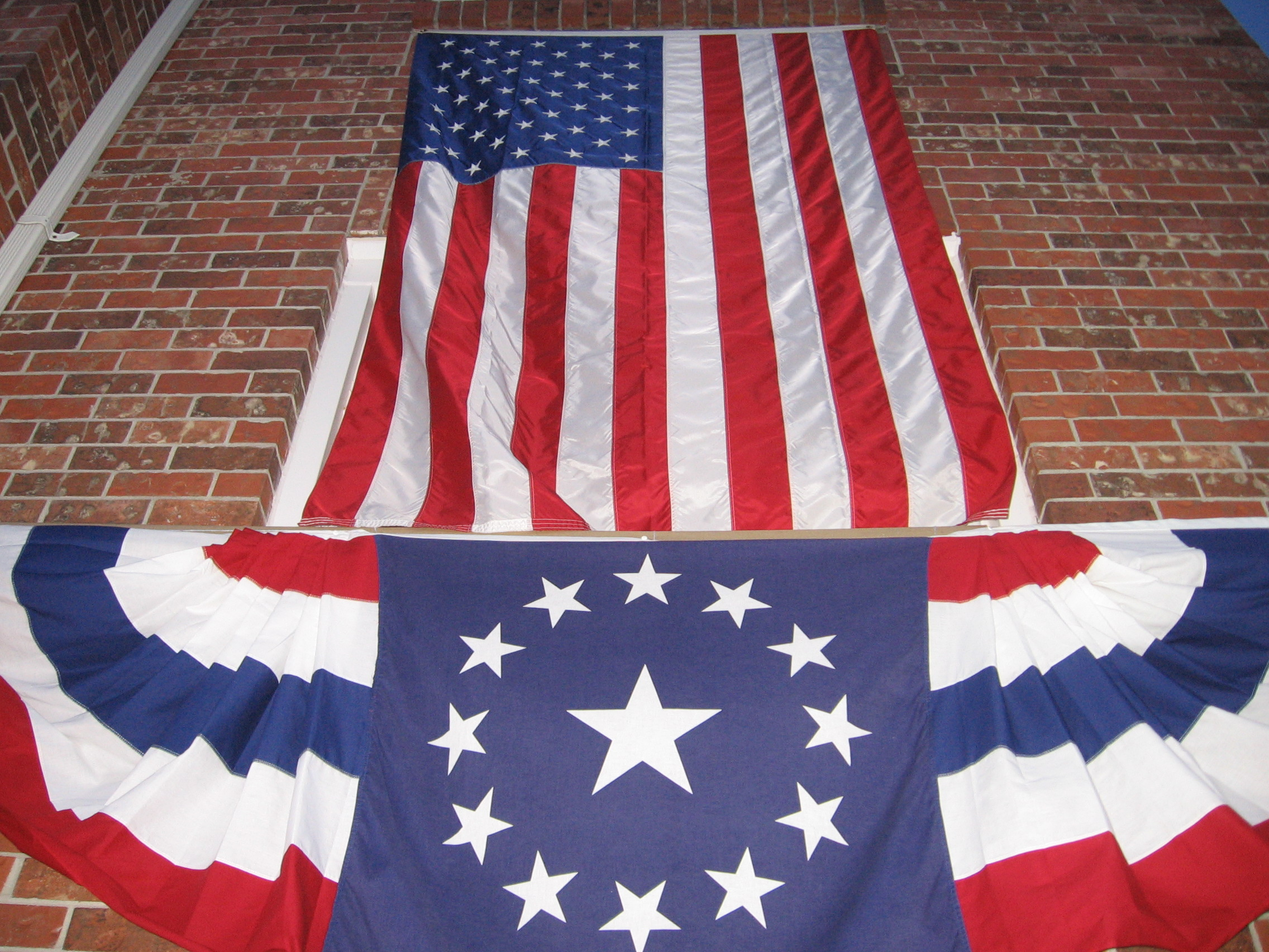 Creative ways to display your U.S. flags. and decorate outdoors